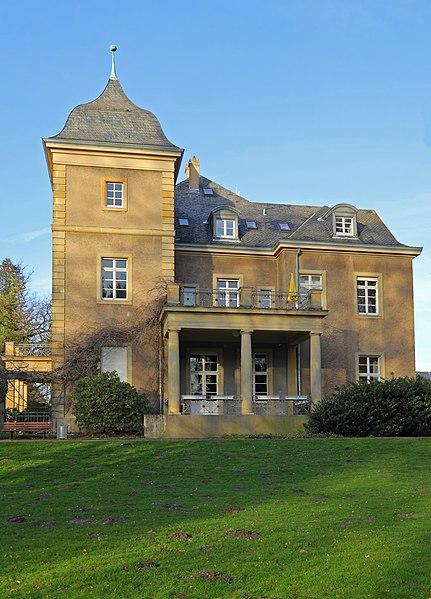 File:Schloss Garath sideview 01-2012.jpg