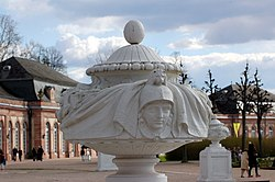 Schloss Schwetzingen - Skulptur - 2015-04-05 16-32-22.jpg