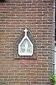Schrijn in gevel Sint-Bavostraat 1, Eindhout.jpg