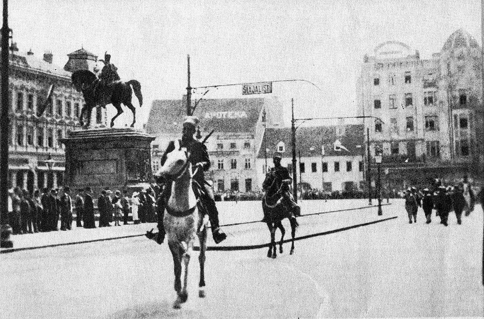 Serbian Army enters Zagreb