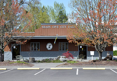Shady Cove mailbbox