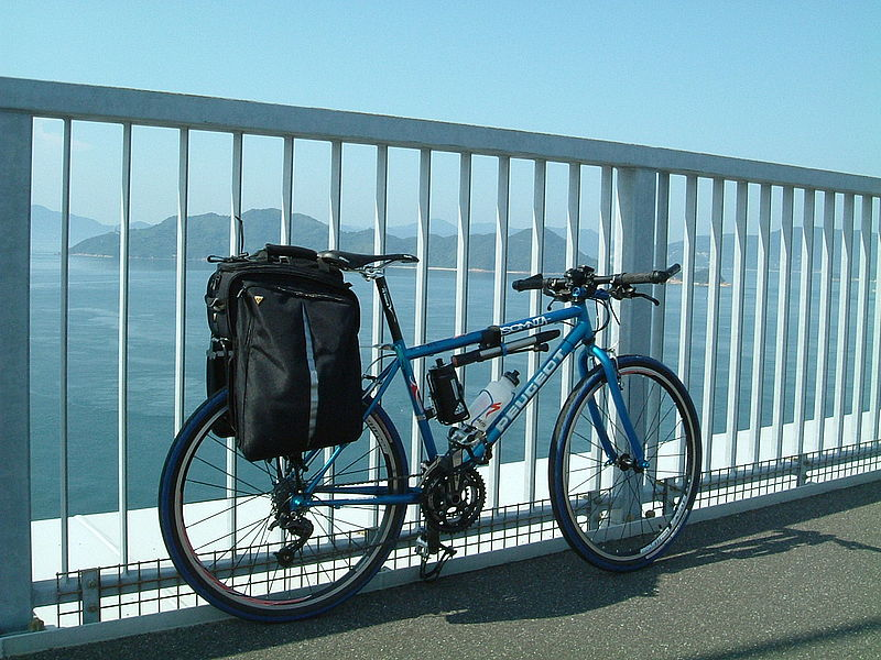 Файл:Shimanami-expressway and my bike.JPG