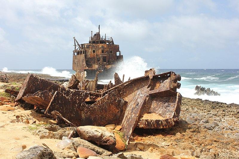 File:Shipwreck (Maria Bianca Guidesman) on Klein Curacao.jpg