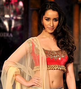 Shraddha Kapoor graces the 'Mijwan-Sonnets in Fabric' fashion show.jpg