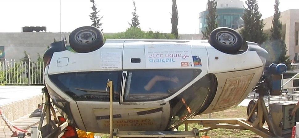 Simulator סימולטור הרכב המתהפך המדגים חשיבות חגורת הבטיחות