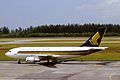 Singapore Airlines Airbus A310-222 (9V-STN 372) (10817016665).jpg