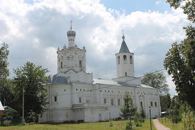 https://upload.wikimedia.org/wikipedia/commons/thumb/f/f5/Solotcha_Monastery_5.JPG/640px-Solotcha_Monastery_5.JPG