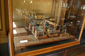 Teylers Instrument Room - Image: Sound synthesizer after Helmholtz by Koenig 1865