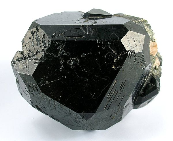 http://upload.wikimedia.org/wikipedia/commons/thumb/f/f5/Spinel-t08-86c.jpg/600px-Spinel-t08-86c.jpg