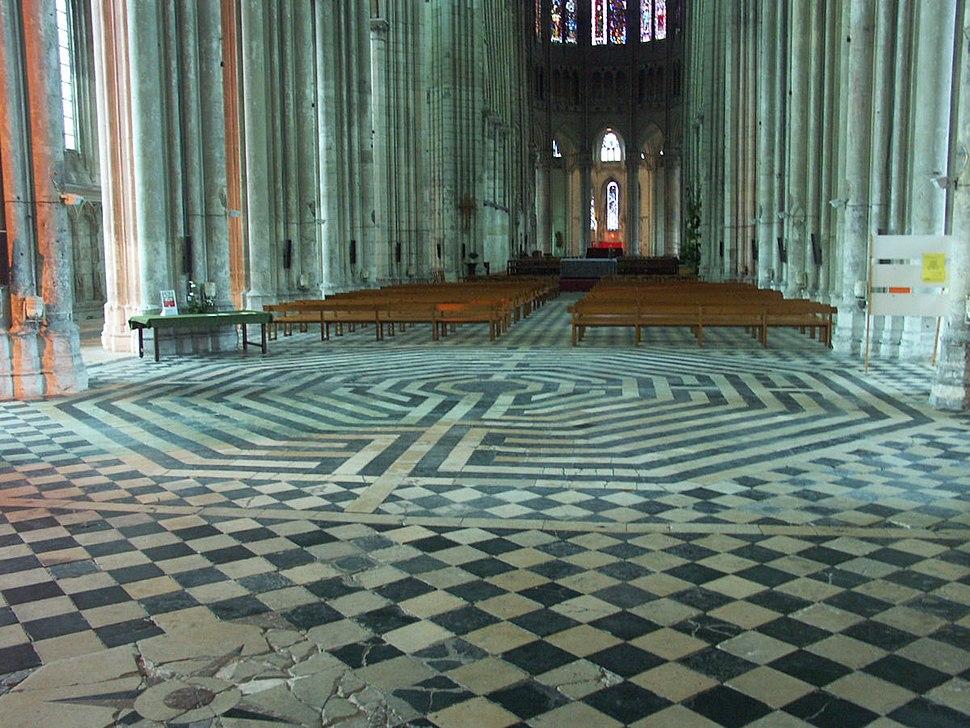 St quentin Basilica 003