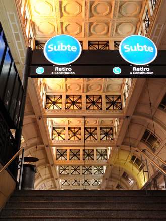 Retiro (Line C Buenos Aires Underground) - Image: Stairs and ceiling in Buenos Aires' Retiro station (15753999158)