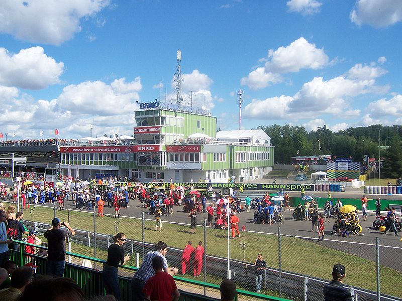 - 800px-Start_Superbike_Weltmeisterschaft_2008_Brno