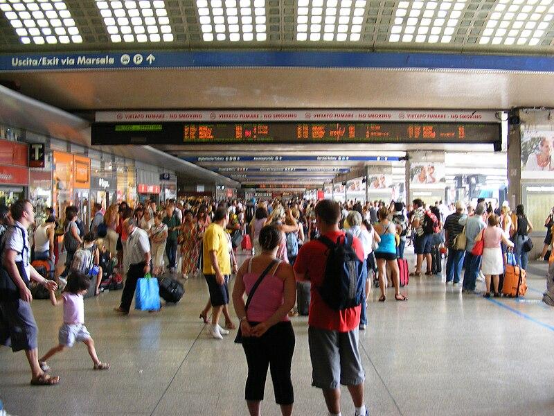 File:Stazione Termini (Rome) - near tracks.jpg