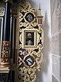 Stifterwappen am Geismar-Altar rechts in Warburg St.Johannes Bapt.jpg