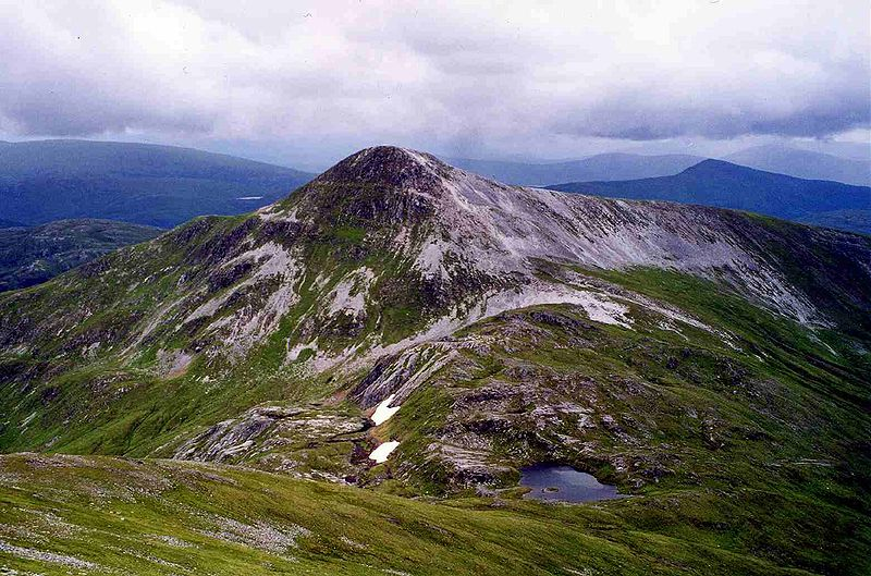 File:Stob Ban from Stob Coire Claurigh.jpg