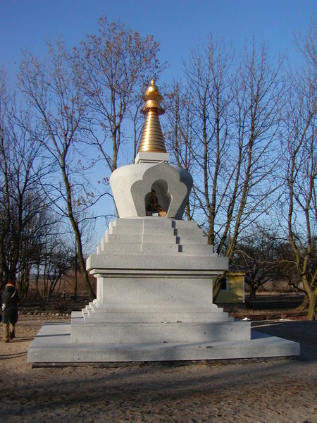 File:Stupa Kuchary Poland (Piotr Kuczynski).jpg