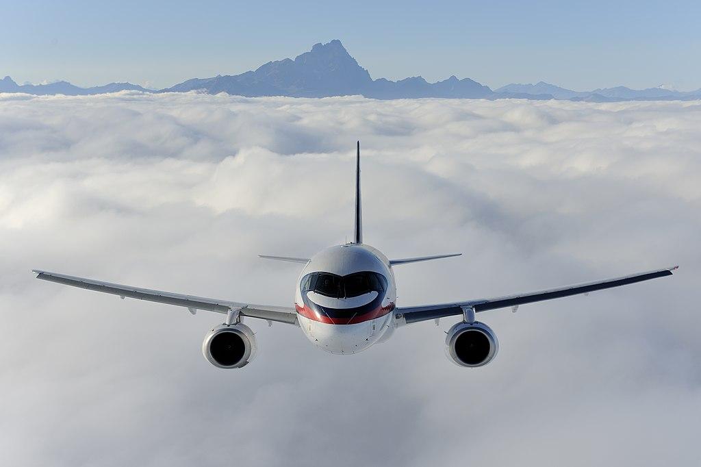 Sukhoi SuperJet 100 (5114478300).jpg
