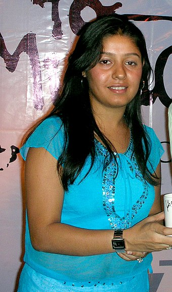 Chauhan after performing in a concert, 2006 Sunidhi Concert.jpg