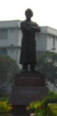 Sŭami Vivekananda Golpark, Kolkato-statue.jpg