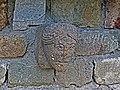 Tête sculptées à l'exterieur de l'église de Chamalières.jpg