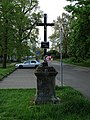 Třeboň, Jiráskova, kříž u stezky k Bertiným lázním.jpg