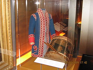 Fort Carillon - Drummer uniform in royal livery and drum