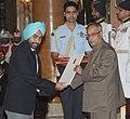 The President, Shri Pranab Mukherjee presenting the Rajiv Gandhi Khel Ratna Award to Shri Ronjon Sodhi for Shooting, at the National Sports & Adventure award ceremony, at Rashtrapati Bhawan, in New Delhi on August 31, 2013.jpg