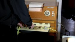 Tiedosto:The electric teleprinter Automatik Lo 133 (2).webm