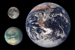 Le dimensioni di Titano, in basso a sinistra, comparate con quelle della Terra e della luna.