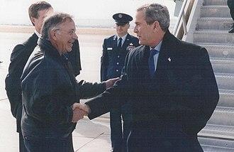 Tom Tancredo - Tancredo greeting President George W. Bush in 2004