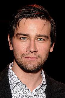 Torrance Coombs (Vancouver, 14 giugno 1983) è un attore canadese.