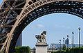 Tour Eiffel Statue cheval.jpg