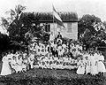 Tropenmuseum Royal Tropical Institute Objectnumber 10019010 Groep Nederlandse kolonisten op de bo.jpg
