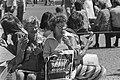 Tropische warmte houdt aan, ijsjes-etende mensen, Bestanddeelnr 928-6780.jpg