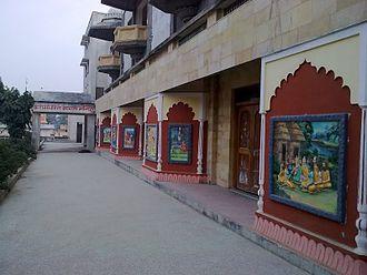 Tulsi Peeth - Painted reliefs near the entrance of Manas Mandir in Tulsi Peeth