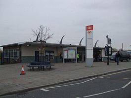 Twickenham station main entrance.JPG