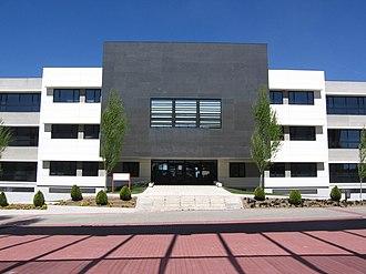King Juan Carlos University - Image: URJC Mostoles Departamental II