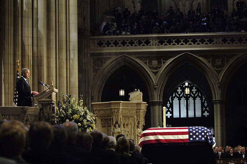 Grand Rapids Ford >> File:US Navy 070102-F-0193C-006 President George W. Bush delivers a eulogy during funeral ...