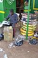 Un Vendeur de pneus 02.jpg