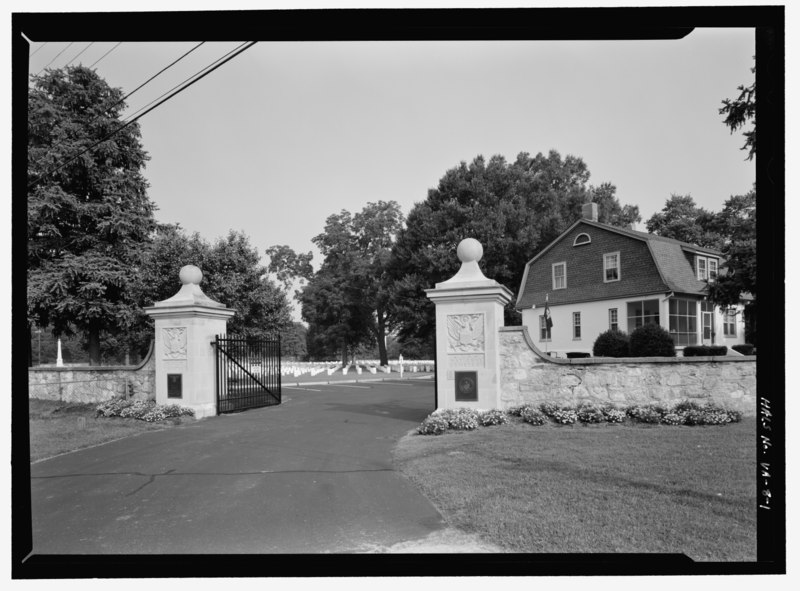 File:VIEW OF ENTRANCE GATE, LODGE AND HEADSTONES IN BACKGROUND. VIEW TO NORTHWEST. - City Point ...
