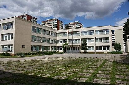 Kaip pateikti į Vilniaus Karoliniškių gimnazija viešuoju transportu - Apie vietovę