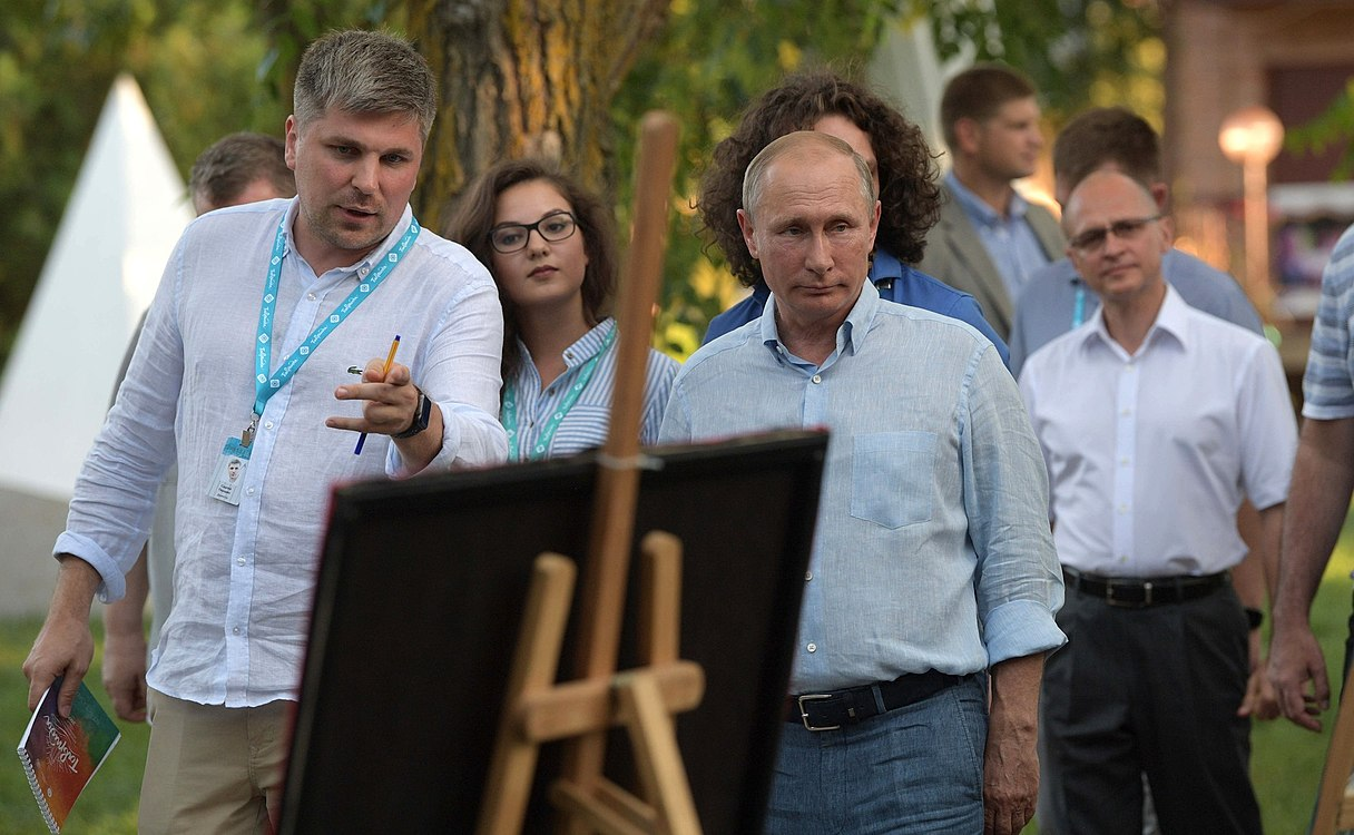 Vladimir Putin at the Tavrida National Youth Educational Forum (2017-08-20) 01.jpg