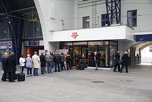 Air travel disruption after the 2010 Eyjafjallajökull eruption - Queue at Bergen Station as travelers wait to purchase train tickets from the Norwegian State Railways