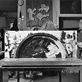 Wapensteen voorgevel, tijdens restauratie in atelier van Dhr. van Ipenburg te Schoonhoven - Wedde - 20251464 - RCE.jpg