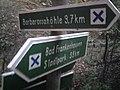 Wegweiser zwischen Bad Frankenhausen und Barbarossahoehle (Barbarossahoehle 3,7 km).jpg
