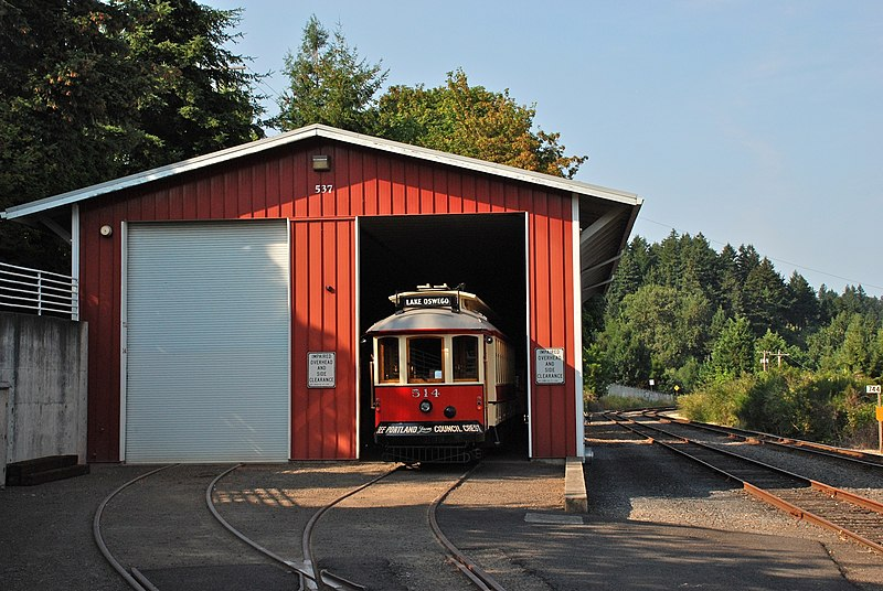 File:Willamette Shore Trolley carbarn with car 514.jpg