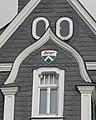 Wuppertal, Bahnstr. 2, Südwestgiebel mit eingelassenem Wappen von Vohwinkel.jpg