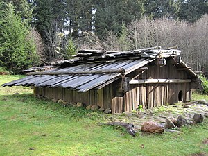 300px-Yurok-Plank-house2 Pacific Northwest Indian Plank House on northwest coast plank house, pacific northwest coast tlingit, cedar plank house, tlingit plank house,