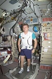 Iouri Onoufrienko sur un tapis roulant à bord de l'ISS.