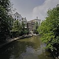 Zicht op de Utrechtse gracht met de werfkelders, ter hoogte van de Oudegracht 119 - Utrecht - 20396462 - RCE.jpg